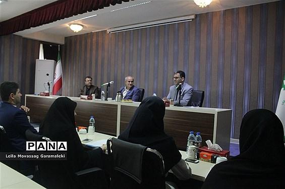 دیدار و گفتوگوی نمایندگان نهمین دوره مجلس دانشآموزی با مدیرکل آموزش و پرورش آذربایجان شرقی
