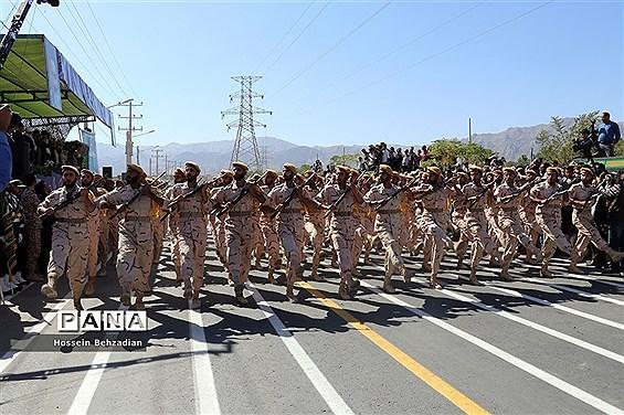 مراسم رژه نیروهای مسلح استان خراسان جنوبی به مناسبت آغاز هفته دفاع مقدس