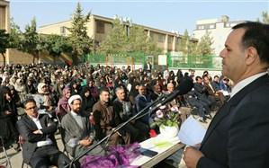 مهر،عید معلمان و دانش آموزان است