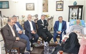 معاون پرورشی و فرهنگی  وزارت آموزش و پرورش با خانواده شهید فهمیده دیدار کرد