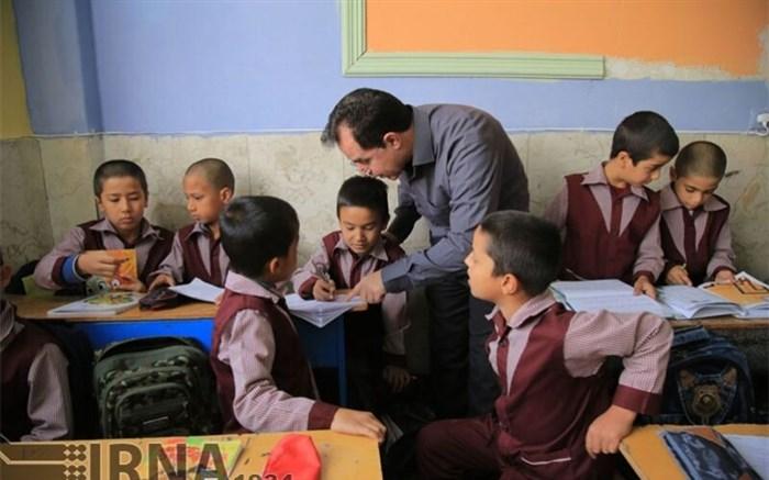 کمکهای خارجی به دانش آموزان خارجی