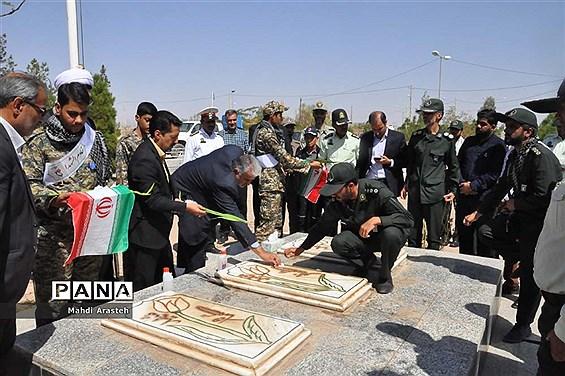 غبارروبی مزار شهدای شهرستان خوسف بهمناسبت گرامیداشت هفته دفاع مقدس