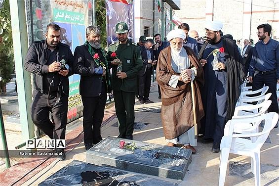 مراسم عطر افشانی و گلباران مزار شهدای هشت سال دفاع مقدس دراسلامشهر
