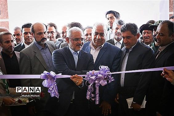 با حضور وزیر آموزش و پرورش چند واحد آموزشی در سرپل ذهاب به طور همزمان افتتاح شد
