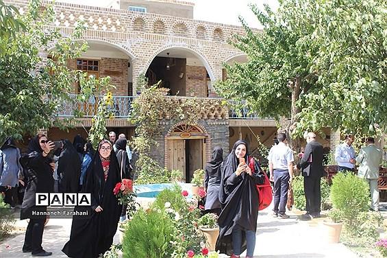 تور بازدید از روستای ملحمدره به مناسبت هفته گردشگری در همدان