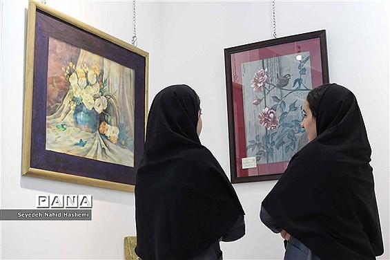 برگزاری نمایشگاه هنرهای تجسمی فرهنگیان و دانشآموزان ناشنوای فارس در نگارخانه ایمان و اندیشه