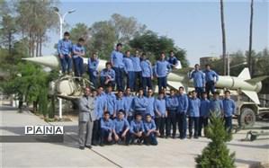 بازدید دانش آموزان دبیرستان شهید صدوقی دوره دوم یزد از نمایشگاه دفاع مقدس