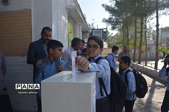 مراسم جشن عاطفهها در دبیرستان شهید نواب صفوی