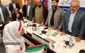قدردانی وزیر آموزش و پرورش از دانشآموزی که بر پرچم ایــران بوسه زد