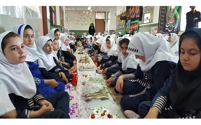 برگزاری مراسم سفره حضرت رقیه (س) در دبستان شهید مقدم احمدی اردبیل