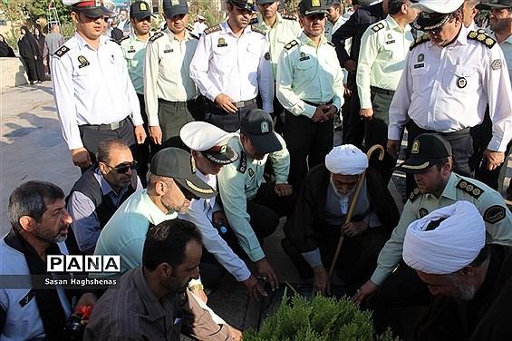مراسم گلباران و عطر افشانی مزارشهدای اسلامشهر به مناسبت هفته نیروی انتظامی