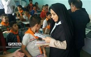 توزیع دومین مرحله،  حدود  250 بسته لوازم التحریر بین دانش آموزان کم بضاعت وسیلزده  استان