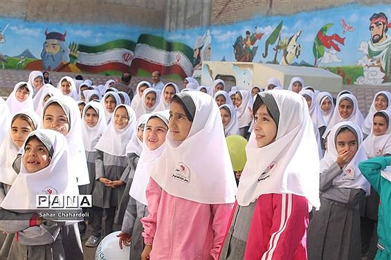 حضور کاروان شادی کانون پرورش فکری کودکان و نوجوانان استان همدان در مدرسه شاهد اخوان