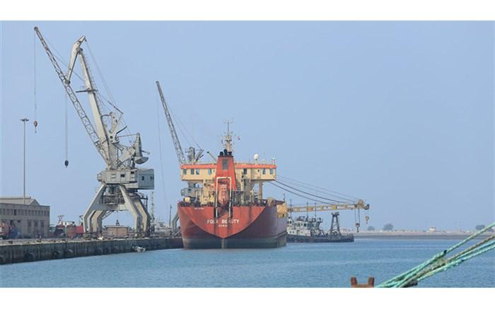 ورود اولین کشتی سوخت به بندر الحدیده یمن