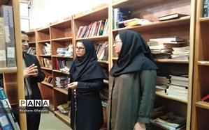 بازدید عضو هیات رئیسه شورای شهر شیراز از کتابخانه دانشآموز