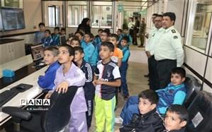بازدید دانش آموزان دبستان علامه حلی 1 از مرکز فوریت های پلیس در بیرجند