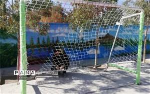 هزینه 3 میلیون ریالی برای نصب تور و ایمن سازی دروازه های فوتبال آموزشگاه