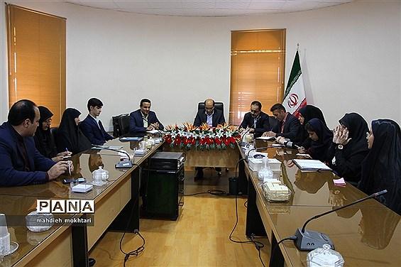 نشست مدیرکل آموزش و پرورش استان با نمایندگان مجلس دانشآموزی