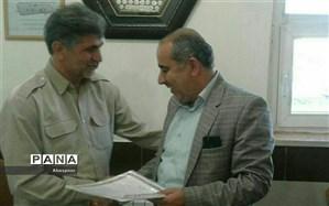 اهداء ابلاغ و حکم رئیس سازمان دانش آموزی بجنورد توسط معاون پرورشی و تربیت بدنی شهرستان