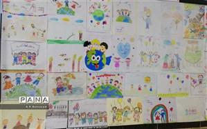 برپایی نمایشگاه نقاشی دانش آموزان در دبستان پسرانه علامه حلی 1 دوره اول