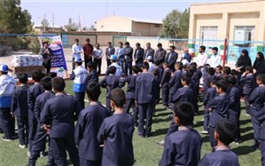 توزیع  افزون بر 350 پکیج نوشت افزار از محل حذف قبوض کاغذی برق در یزد