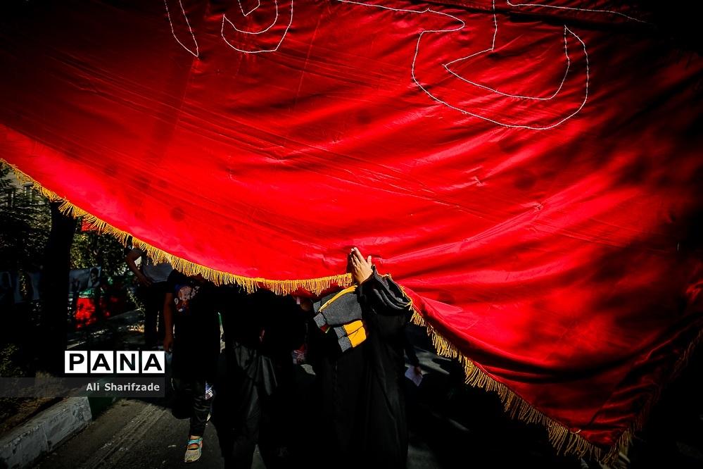 زیر پرچم امام حسین (ع)