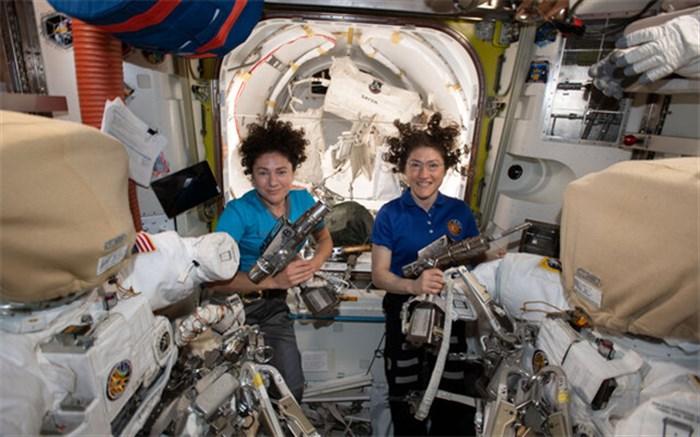 پیاده روی زنانه در فضا