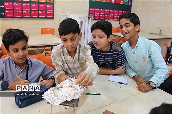 بازدید دانشآموزان از کارگاههای آموزشی شرکت آترین یزد