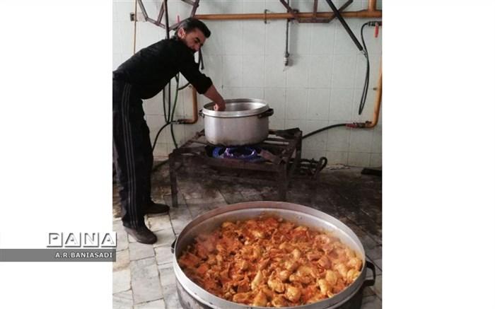 پخت و توزیع غذای نذری