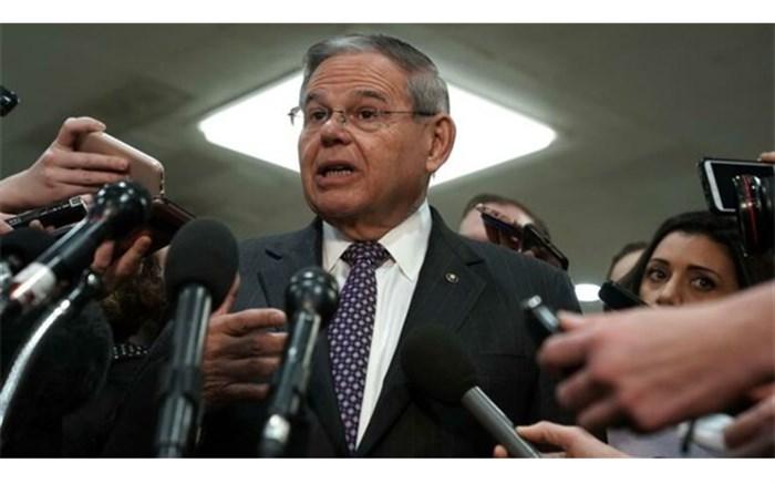 سناتور منندز: پامپئو در موضوع سوریه انگار در یک جهان موازی دیگر زندگی میکند!