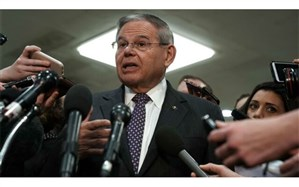 سناتور منندز: پمپئو در موضوع سوریه انگار در یک جهان موازی دیگر زندگی میکند!