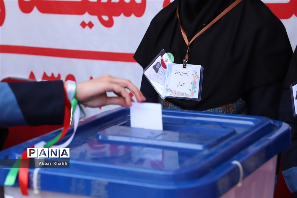 انتخابات شورای دانشآموزی در آموزشگاه دخترانه نمونه دولتی شهید زهرهوند قرچک