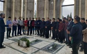 غباروبی گلزار شهدای مهریز توسط دانش آموزان دبیرستان پیامبر اعظم (ص)