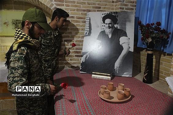 گردهمایی پایان ماه صفر بسیجیان دانشآموز در منزل امام خمینی  (ره)