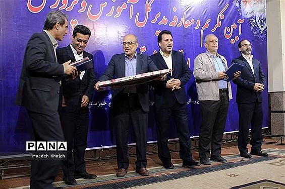 آیین تودیع و معارفه مدیرکل قدیم و جدید آموزش و پرورش خوزستان