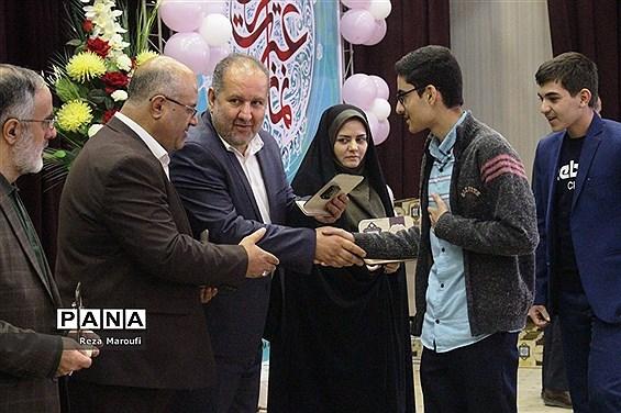 مراسم تجلیل از دانش آموزان برگزیده سی و هفتمین دوره مسابقات قرآن، عترت و نماز استان آذربایجان غربی