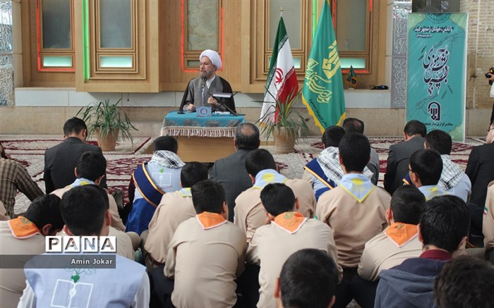 دیدار دانش آموزان نخبه و برگزیده کشوری فارس با نماینده ولی فقیه در استان فارس