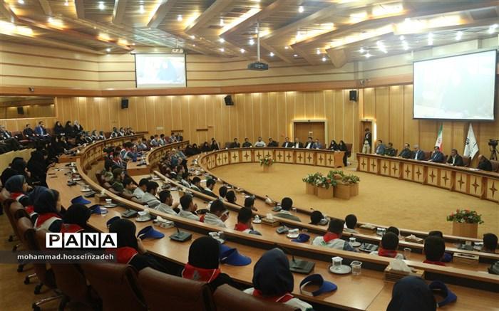نشست صمیمی تشکلهای دانش آموزی با استاندار گیلان
