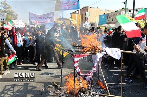 راهپیمایی مردم ارومیه به مناسبت 13 آبان