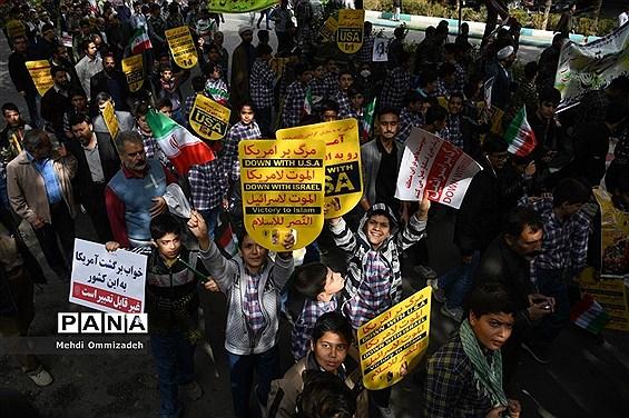 حضور مردم شریف اصفهان در راهپیمایی یوم الله 13 آبان