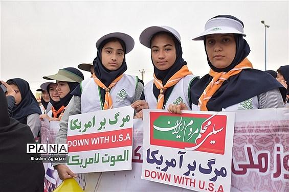 حضور پرشور دانشآموزان و فرهنگیان در راهپیمایی ۱۳ آبان شهرستان امیدیه