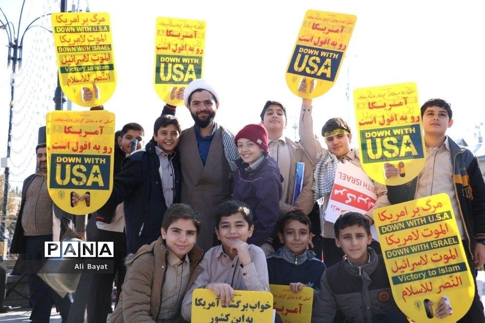 راهپیمایی ١٣ آبان در همدان