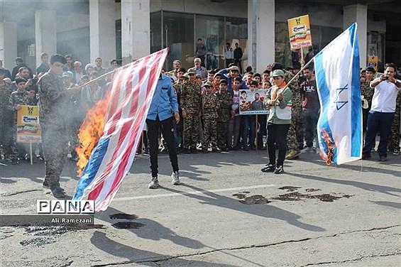 حضور دانشآموزان پیشتاز قائمشهر در راهپیمایی 13 آبان