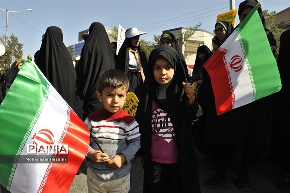 حضور با شکوه مردم در راهپیمایی 13 آبان