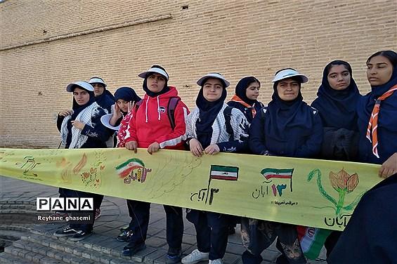 استکبار ستیزی دانش آموزان دبیرستان دکتر علاالدین بهشتی 2