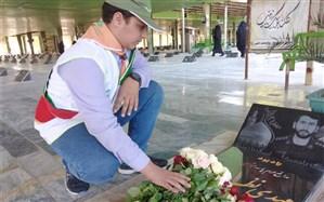 غبارروبی و عطر افشانی  مزار شهدا به مناسبت روز دانش آموز