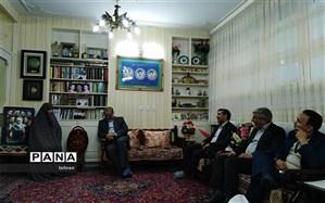 دیدار مدیر منطقه۱۶با خانواده شهیدان خالقی پور بمناسبت روز دانش آموز