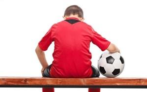با کودکانی که تحمل باختن در بازیها را ندارند چگونه باید رفتار کرد؟