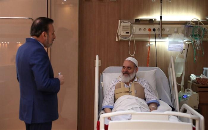 واعظی از آیت الله حسینی بوشهری عیادت کرد