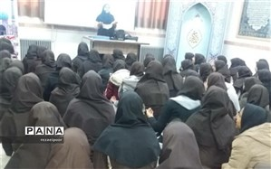 جشن آغاز امامت امام زمان (عج) در دبیرستان شهیده روحی ابرکوه برگزار شد